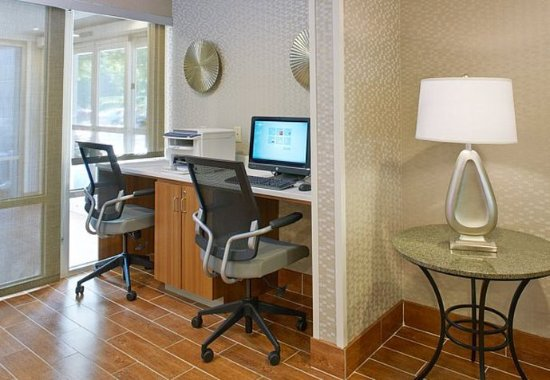 Lithia Springs, GA: Business Center