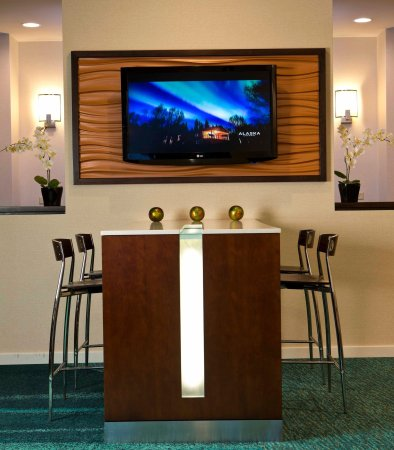 SpringHill Suites Fairbanks: Communal Table
