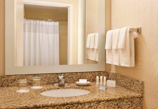Peabody, MA: Suite Bathroom Vanity