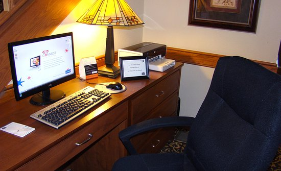 AmericInn Lodge & Suites Kewanee: Business Center