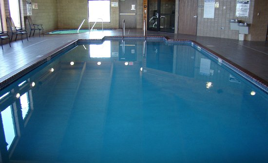 AmericInn Lodge & Suites Kewanee: Pool