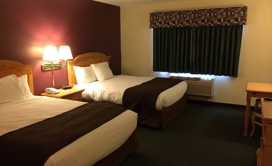 Northfield, MN: Americ Inn Standard Double