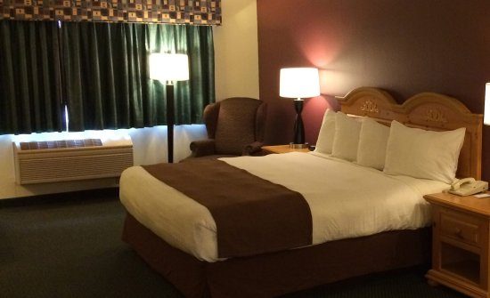 Northfield, MN: Americ Inn Standard King