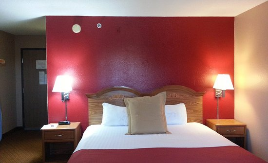 Coralville Ia Hotel Whirlpool Fireplace Suite