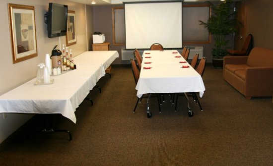 Americ Inn Tomah Meeting Room