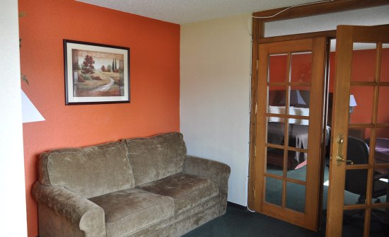 Plymouth, Wisconsin: Two Room