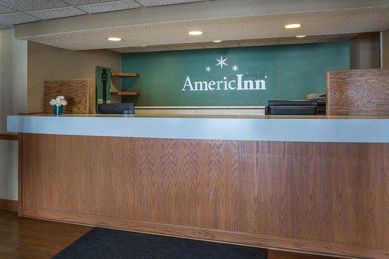 Hutchinson, Minnesota: Americ Inn Hutchinson MNFront Desk