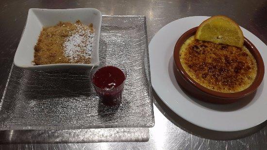 Montbrison, Francja: Crumble aux framboises et crème brûlée rhum et orange