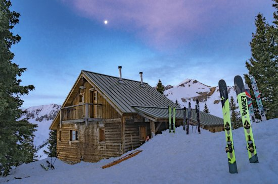 Opus Hut is right at timber line, surrounded by a grove of trees.