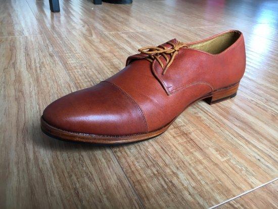 Cửa hàng giày & túi xách Roni
