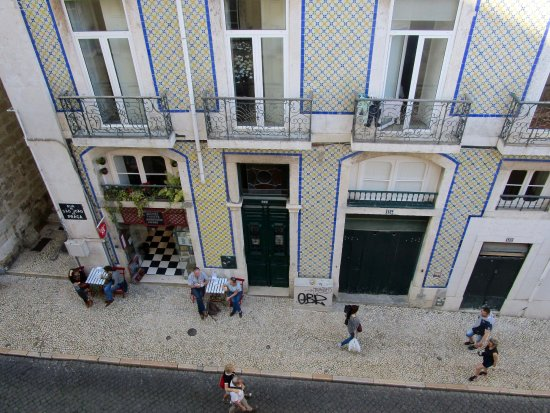 Pensao Sao Joao da Praca : Most rooms have this view. Room 201 does not and may be quieter.