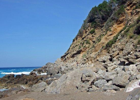 Alcudia, Spain: The scramble down to the beach