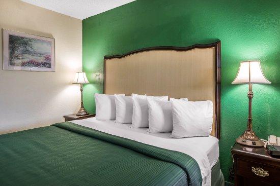 Byron, GA: King guest room