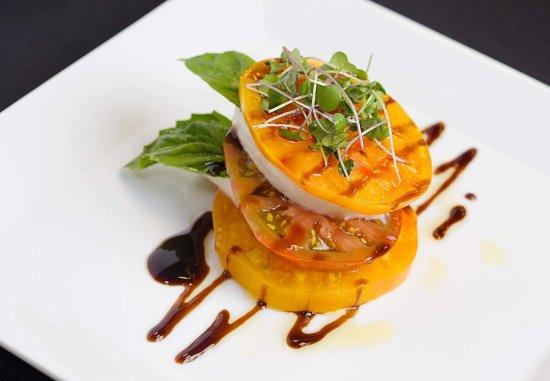 Pleasanton, كاليفورنيا: Market Café & Bar - Caprese Salad