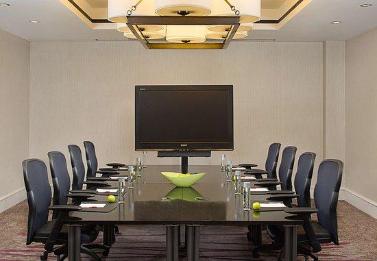 Pleasanton, CA: Executive Boardroom