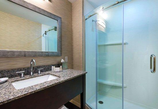 Sudbury, MA: Studio King Suite - Bathroom
