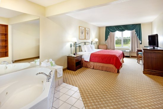 CountryInn&Suites YorkCity WhirlpoolSuite