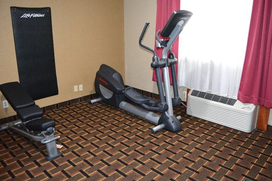 Raynham, MA: Exercise room