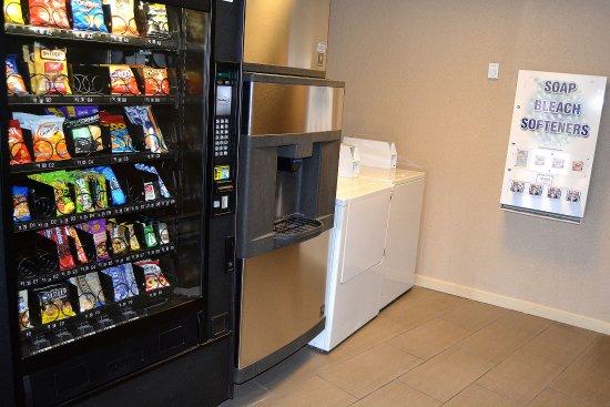 Raynham, ماساتشوستس: Vending area