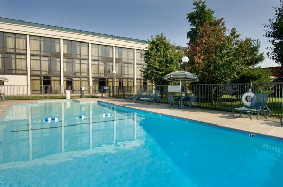 Pear Tree Inn Cape Girardeau Near the Medical Center : Outdoor Pool & Whirlpool