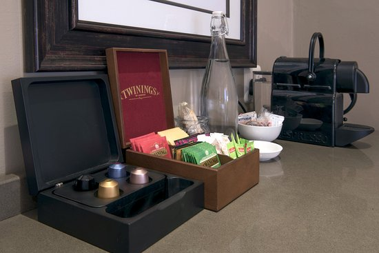 Grahamstown, Sydafrika: Twinings Tea and Nespresso Coffee in all Rooms