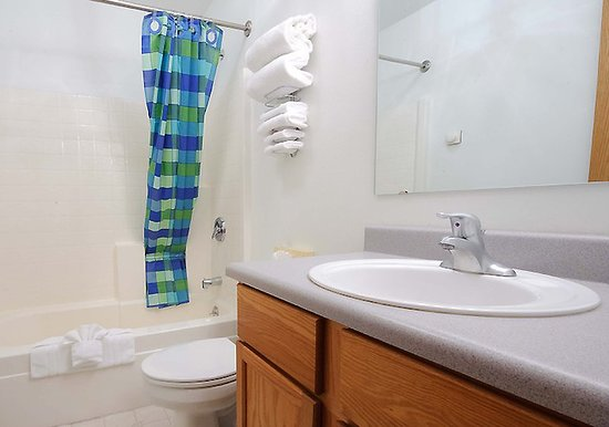 Bathroom picture of frontier suites airport hotel for Bathroom suites direct