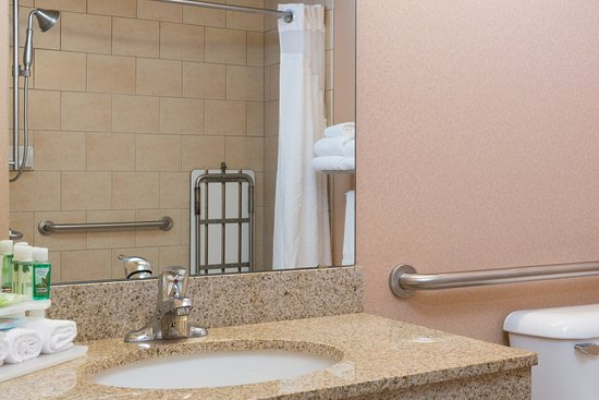 Everett, WA: ADA/Handicapped Accessble Guest Bath with roll-in shower