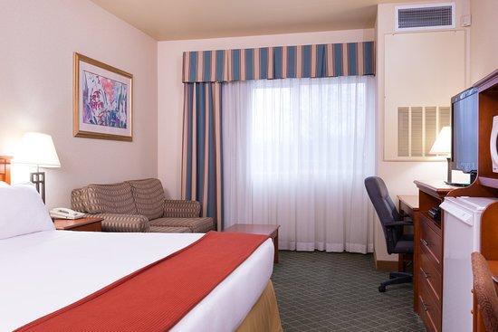 Everett, WA: ADA/Handicapped Accessible King Guest Room