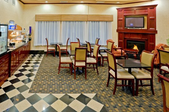 Newton, NJ: Enjoy a variety of hot/cold continental breakfast!