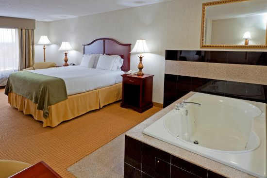 Newton, NJ: Romantic Getaway with our Jacuzzi Suite!