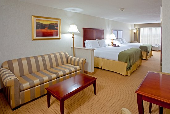Newton, NJ: Two queen suites are the best choice for a family