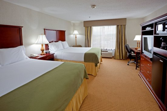 Holiday Inn Express Hotel & Suites Newton Sparta : Perfect for you and your family! Enough room for everybody!