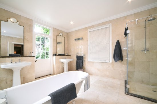 Grahamstown, South Africa: Luxury Suite 1 Bathroom
