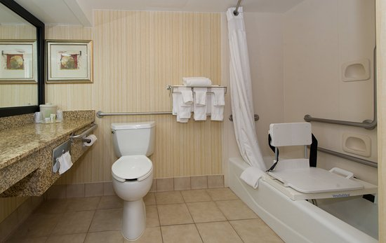 Solomons, MD: Guest Bathroom