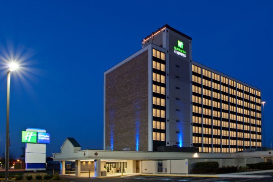 Holiday Inn Express Washington DC SW-Springfield: Hotel Exterior