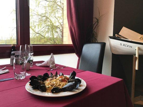 Kanton Waadt, Schweiz: Linguine cozze e vongole