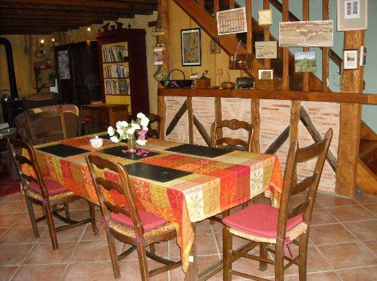 Dourgne, Francia: pour manger vos repas en toute convivialité