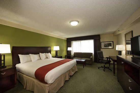 Atenas, GA: Executive Tower Suite Non-Smoking with one king bed.