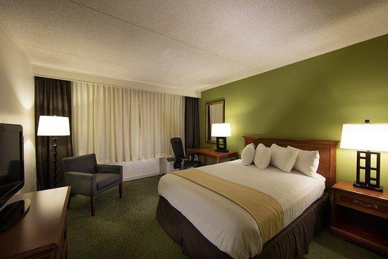 Atenas, GA: Queen Bed Guest Room Non-Smoking Central Tower