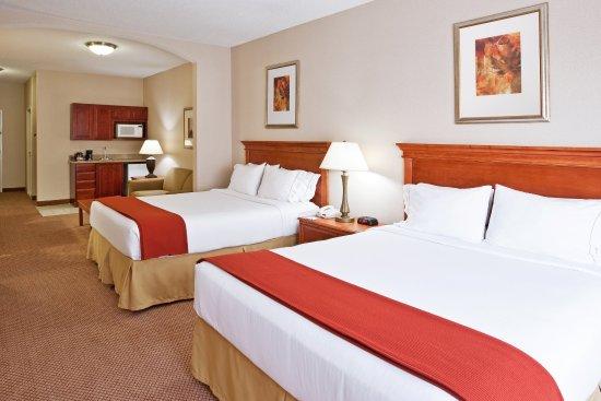 Utica, MI: Two Queen Bed Suite