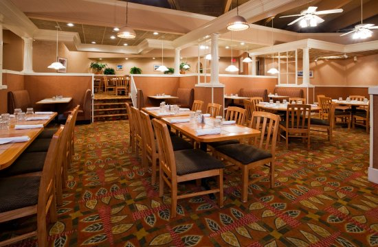 Saint Cloud, MN: Restaurant at Holiday Inn & Suites St. Cloud, MN
