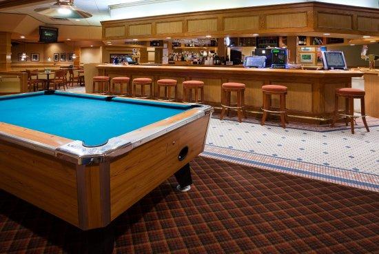 Holiday Inn Hotel & Suites St. Cloud : Legends Bar & Grill at Holiday Inn & Suites St. Cloud, MN