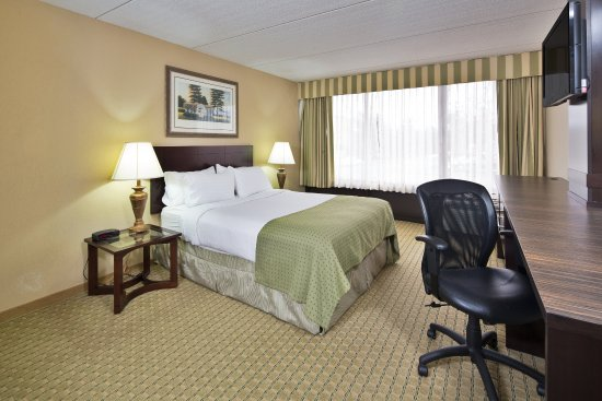 Holiday Inn Nashua: ADA Accessible room.