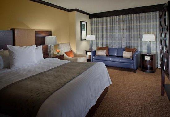 Decatur, GA: Presidential Suite Sleeping Area