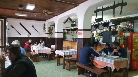Estombar, Portugal: Cosy lunch in March