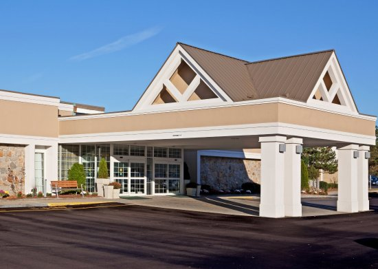 Mansfield, MA: Hotel Front , Great location off I-95 and I-495