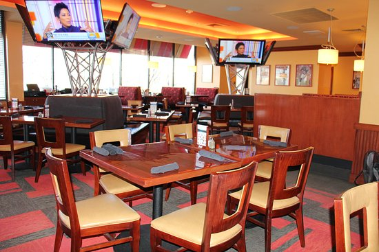 Lakewood, CO: serving breakfast, lunch, dinner and room service