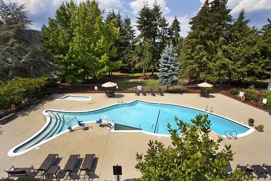 Holiday Inn Seattle - Issaquah: Outdoor Seasonal Swimming Pool at Holiday Inn Seattle-Issaquah.