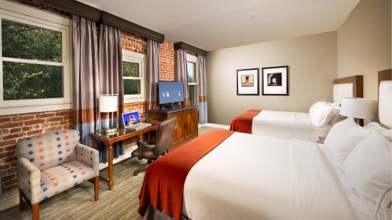 Holiday Inn Express Santa Barbara: 2QN beds, Wheelchair and Hearing Accessible, Roll-in Shower NSMK