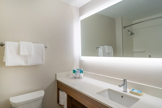 Howe, IN: Guest Bathroom